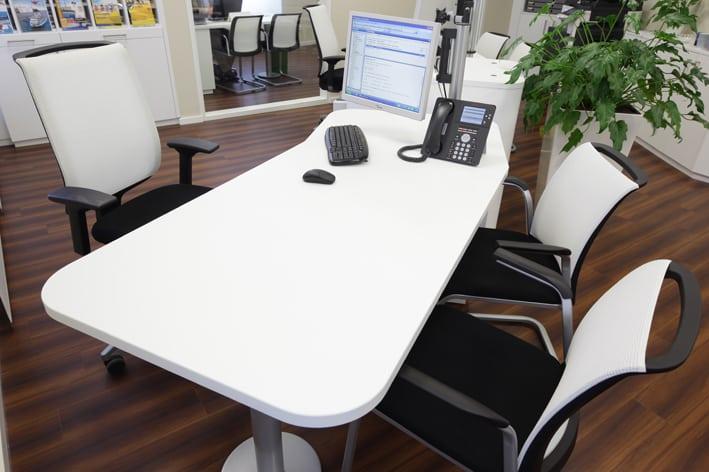 Ergonomischer Schreibtisch Keine blauen Flecken, dank ergonomischer Gestaltung des Schreibtisches.